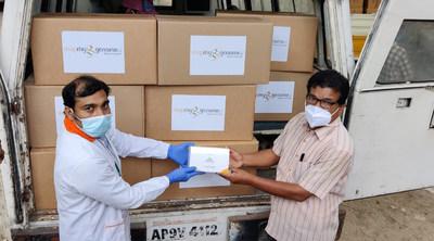 Zymo Research retribuye en grande con la donación de un millón de kits de pruebas DNA/RNAShield–DirectDetect™ a Mapmygenome™ con sede en Hyderabad, India. (PRNewsfoto/Zymo Research Corp.)